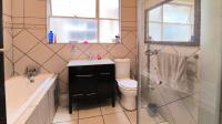 Bathroom 1 - 7 square meters of property in Killarney