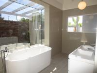Main Bathroom - 13 square meters of property in Honeydew