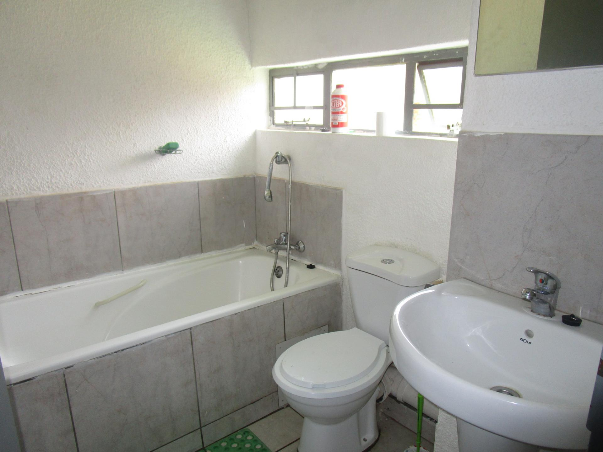 Bathroom 1 - 4 square meters of property in Windmill Park