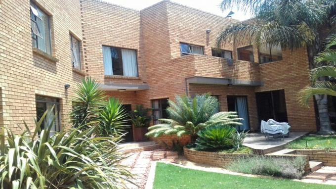 Standard Bank Insolvent 3 Bedroom Sectional Title for Sale For Sale in Erasmia - MR183089