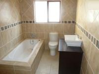 Bathroom 2 - 8 square meters of property in Raslouw