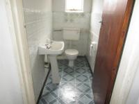 Guest Toilet - 2 square meters of property in Mount Vernon