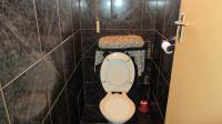 Guest Toilet - 2 square meters of property in Norwood (CPT)