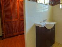 Main Bathroom - 9 square meters of property in Lincoln Meade