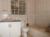 Bathroom 1 - 9 square meters of property in Horison