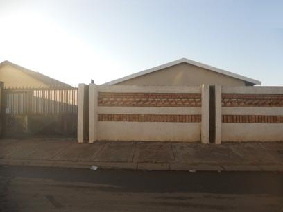 Standard Bank Repossessed 3 Bedroom House for Sale For Sale in Protea Glen - MR18467