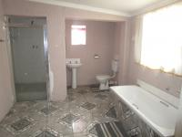 Bathroom 2 - 11 square meters of property in South Hills