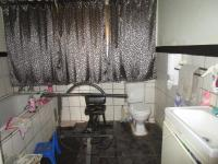 Bathroom 1 - 11 square meters of property in De Deur