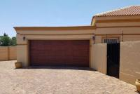 3 Bedroom 2 Bathroom Simplex for Sale for sale in Arcon Park