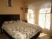 Bed Room 1 - 11 square meters of property in Groblerpark