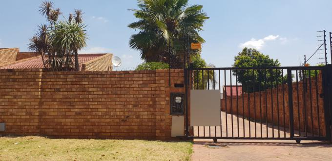 Standard Bank EasySell 5 Bedroom House for Sale in Birchleigh North - MR189542