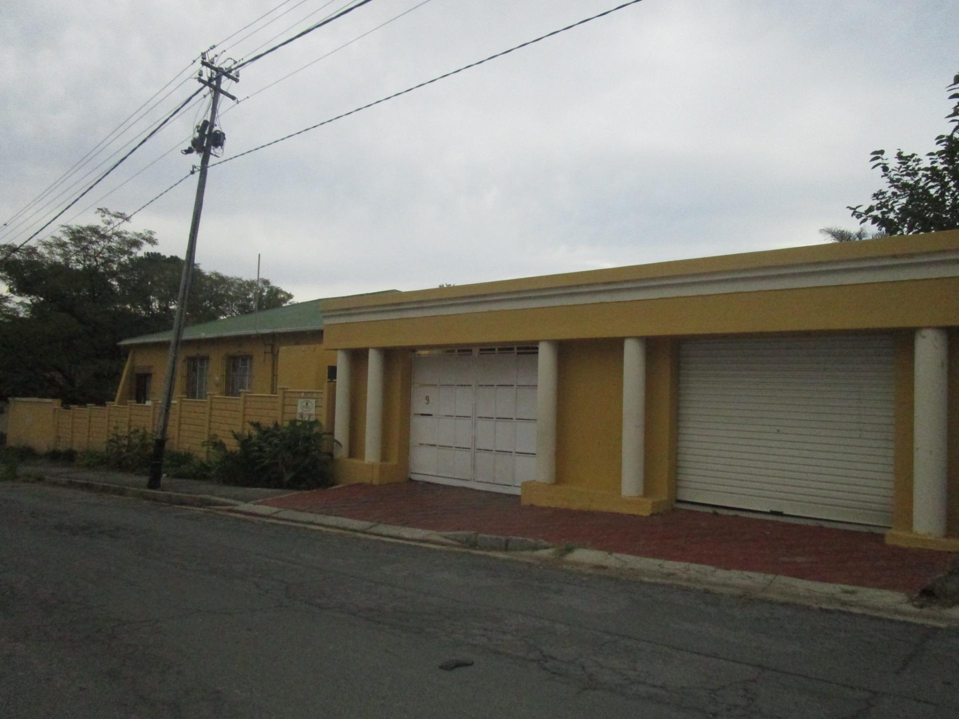 Front View of property in Orange Grove
