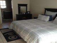 Main Bedroom - 20 square meters of property in Florida Park