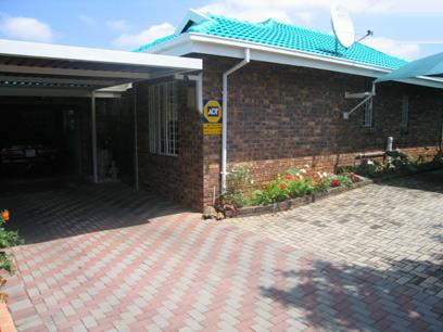 2 Bedroom House for Sale For Sale in Garsfontein - Private Sale - MR19160