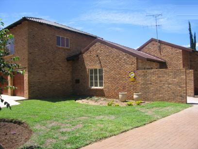 4 Bedroom House For Sale in Eldoraigne - Home Sell - MR19168