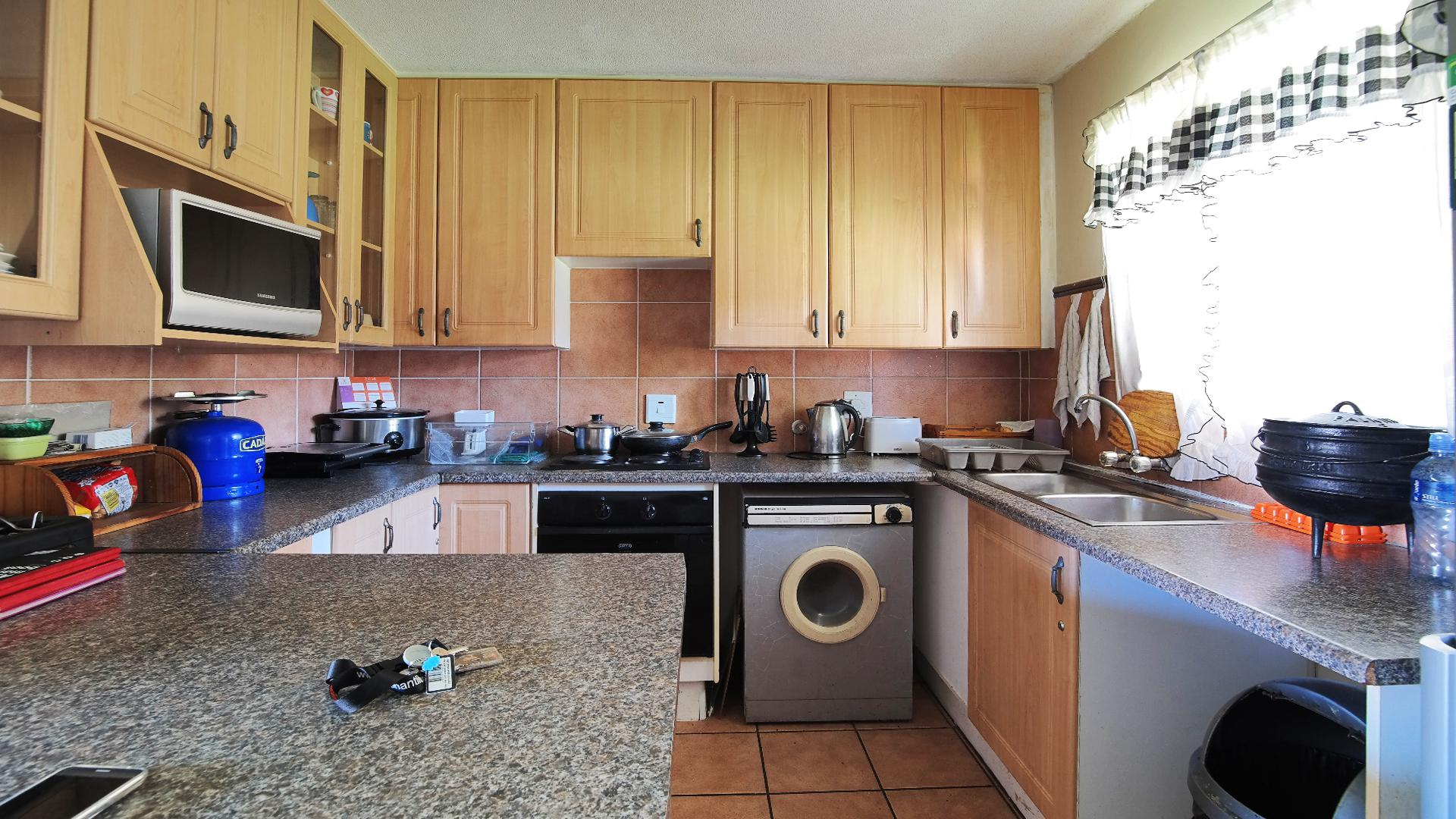 Kitchen - 9 square meters of property in Mooikloof Ridge
