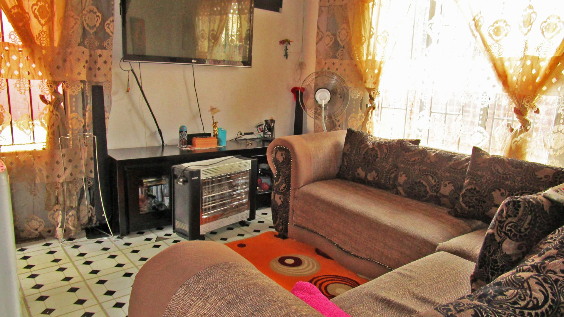 Lounges - 12 square meters of property in Bramley View