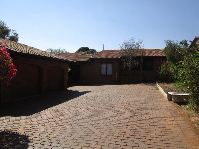 Standard Bank EasySell 3 Bedroom House for Sale in Roodekrans - MR191921