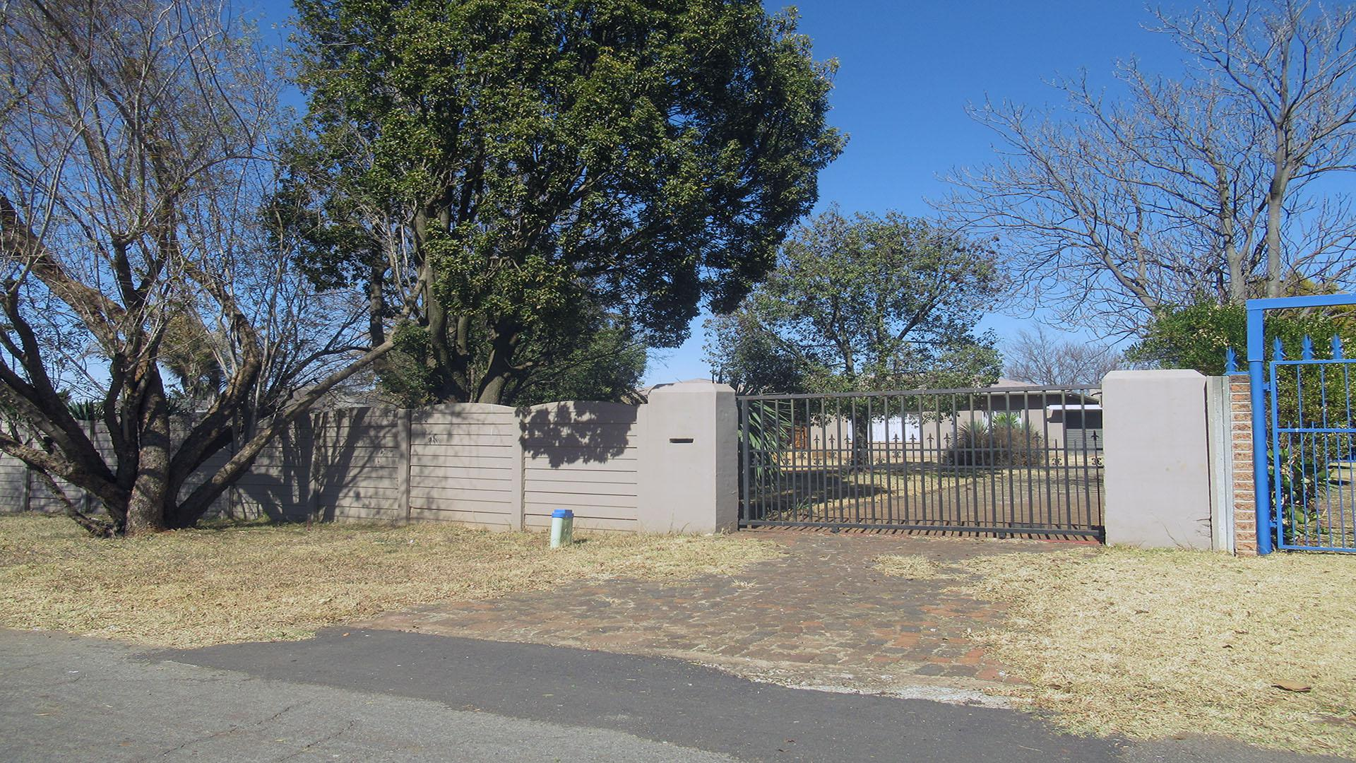 Front View of property in Daggafontein