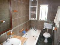 Bathroom 1 - 2 square meters of property in Booysens