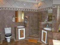 Main Bathroom - 21 square meters of property in Kempton Park