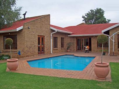 4 Bedroom House For Sale in Kempton Park - Private Sale - MR19421