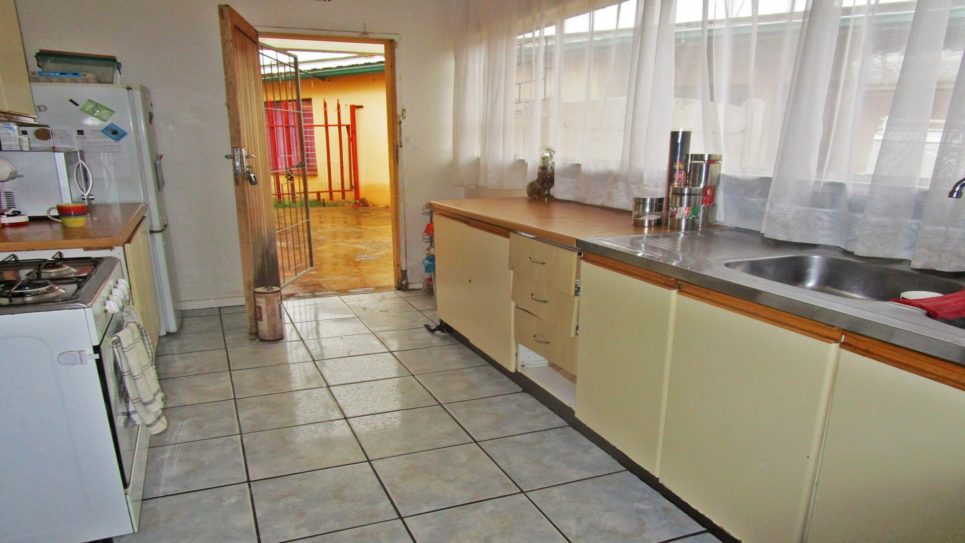Kitchen - 19 square meters of property in Minnebron
