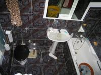 Bathroom 1 - 7 square meters of property in Gezina