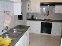 Kitchen - 16 square meters of property in Die Wilgers