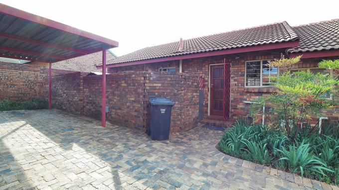 2 Bedroom Sectional Title for Sale For Sale in Highveld - Private Sale - MR202432