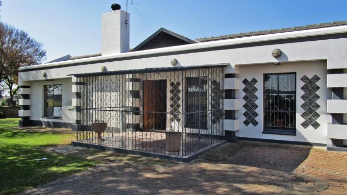 Standard Bank EasySell 5 Bedroom House for Sale For Sale in Benoni - MR203759