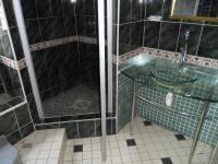 Main Bathroom - 8 square meters of property in Bethelsdorp