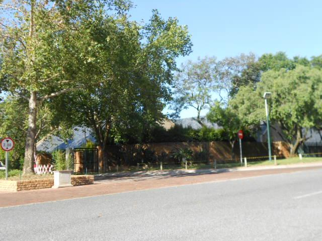Standard Bank Repossessed 3 Bedroom House For Sale in Woodmead - MR20512