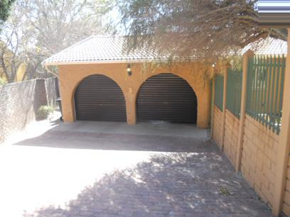 Standard Bank Repossessed 3 Bedroom House for Sale For Sale in Fourways - MR20517