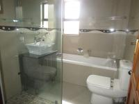 Main Bathroom - 32 square meters of property in Three Rivers