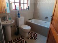 Bathroom 1 - 6 square meters of property in Blue Hills