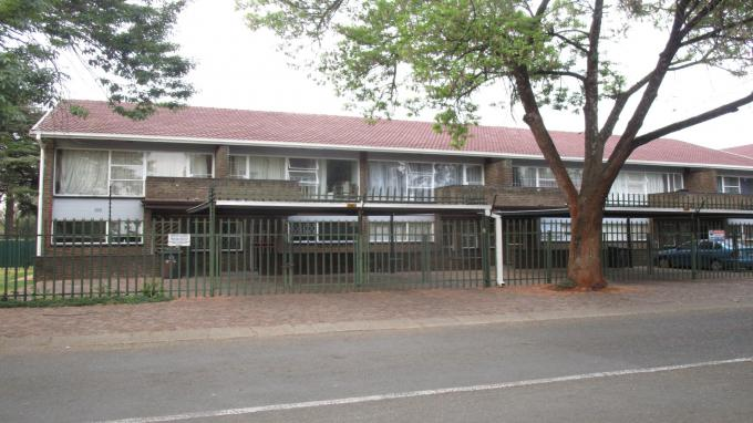 Standard Bank Insolvent 2 Bedroom Sectional Title for Sale in Windsor - MR209390