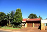 4 Bedroom 2 Bathroom House for Sale for sale in Lenasia South