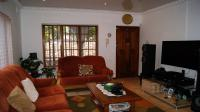 Lounges - 19 square meters of property in Shallcross