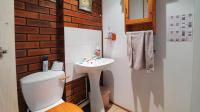 Bathroom 1 - 2 square meters of property in Safarituine