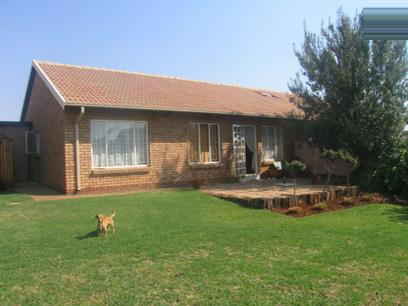 2 Bedroom House for Sale For Sale in Eldoraigne - Home Sell - MR21149