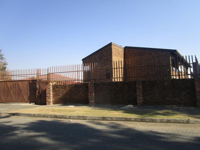 2 Bedroom Sectional Title for Sale For Sale in West Turffontein - Private Sale - MR211660