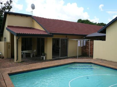 3 Bedroom House for Sale For Sale in Magalieskruin - Home Sell - MR21207