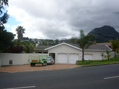 3 Bedroom House for Sale For Sale in Somerset West - Private Sale - MR21284