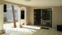 Patio - 31 square meters of property in Silverton