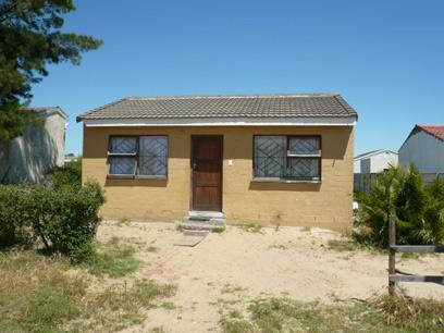 FNB Repossessed 2 Bedroom House For Sale in Eerste Rivier - MR21418