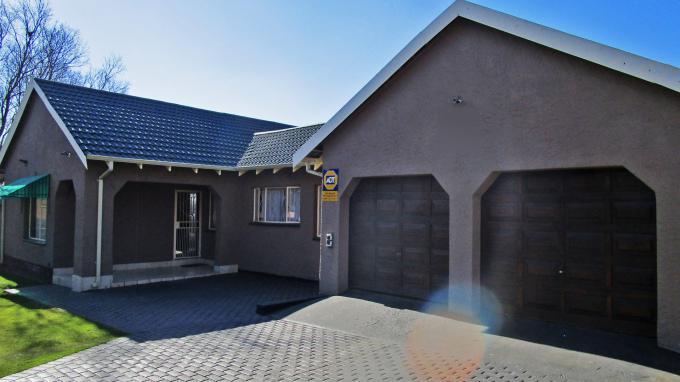 3 Bedroom House for Sale For Sale in Parkrand - Private Sale - MR214483