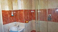 Main Bathroom - 4 square meters of property in Parkrand