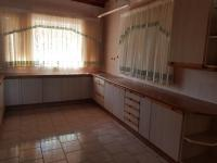 Kitchen of property in Manzilpark