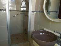Main Bathroom of property in Manzilpark